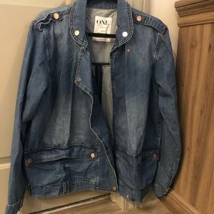 Jean jacket with gold hardware